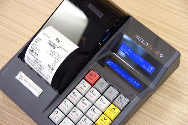 Kasa fiskalna Novitus Mała Plus E - Dwa przejrzyste i podświetlane wyświetlacze